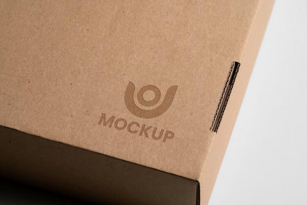 Макет логотипа на картонной коробке Бесплатные Psd
