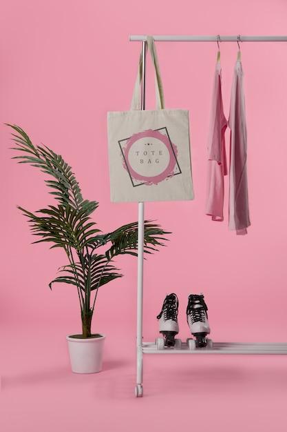 Mock-up tote bag hanged Free Psd