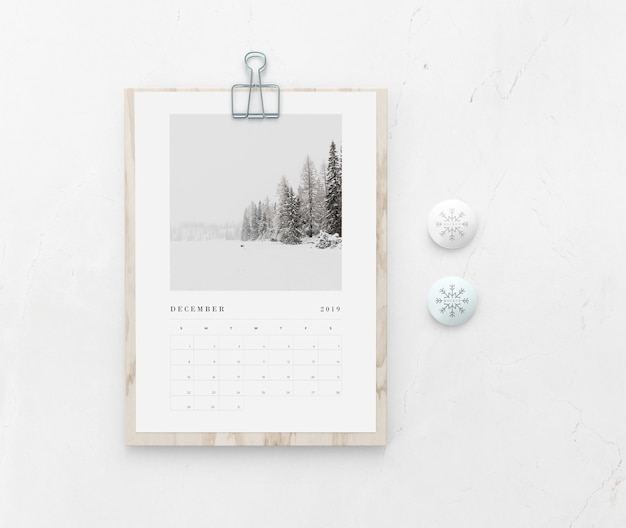 Mock-up wooden board with calendar on wall Free Psd