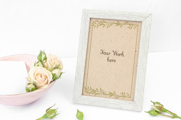 Mockup beige photo frame with roses Premium Psd