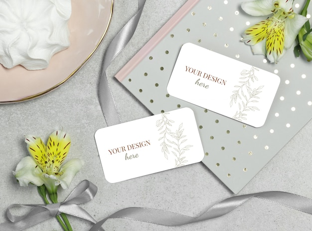Mockup business card on grey background with flower and ribbon Premium Psd