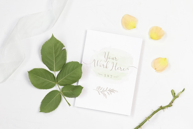 Mockup invitation card with white ribbon Premium Psd