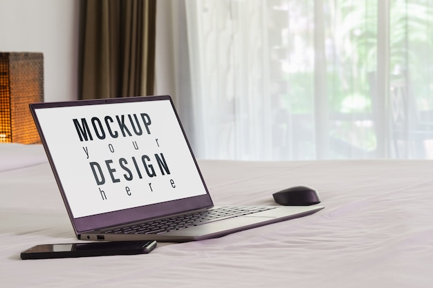 Mockup laptop on the bed Premium Psd