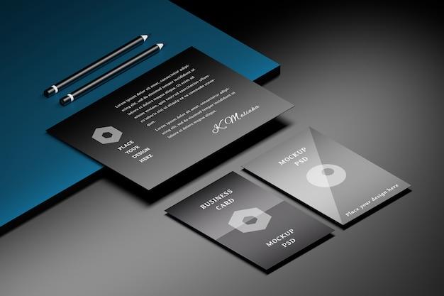 A4用紙と2つの鉛筆で黒青い表面上の2つの名刺のモックアップ Premium Psd