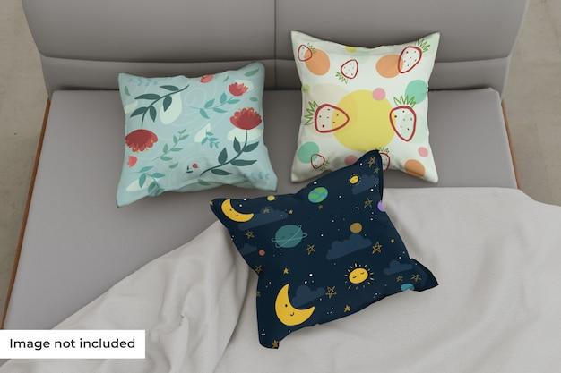 Макет разных подушек в постель Premium Psd