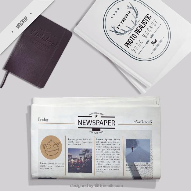 Макет газеты с ноутбуком и фотокниги Бесплатные Psd