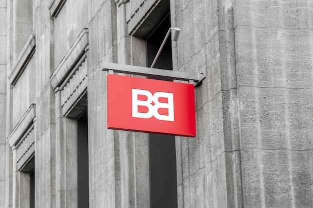 벽에 걸려 야외 거리 도시 색상 직사각형 3d 로고 표시의 이랑 프리미엄 PSD 파일