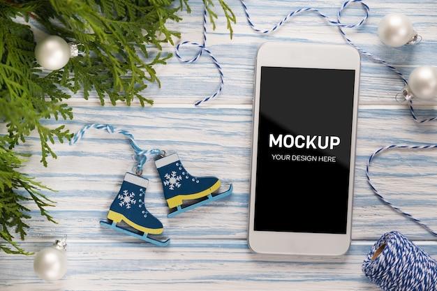 Макет экрана смартфона с елочными украшениями Premium Psd