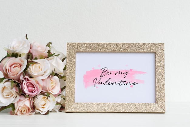 Mockup picture frame and pink roses. Premium Psd