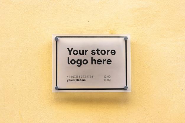 Mockup sign outside shop Free Psd