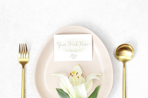 Mockup wedding card with lily in a plate Premium Psd