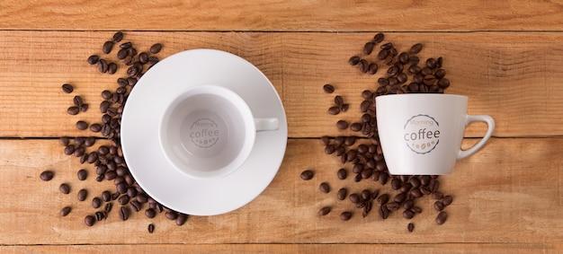 コーヒー豆のモックアップとマグカップ 無料 Psd