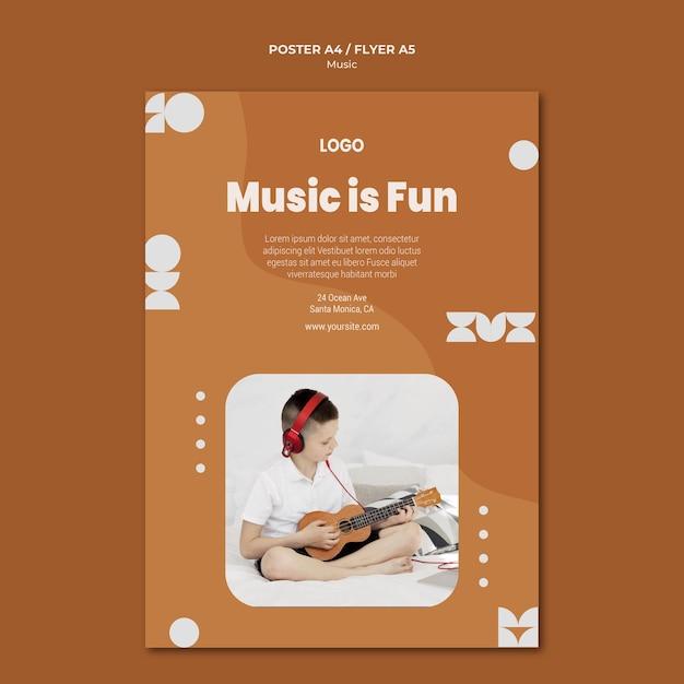 La musica è un ragazzo divertente che suona il volantino dell'ukulele Psd Gratuite