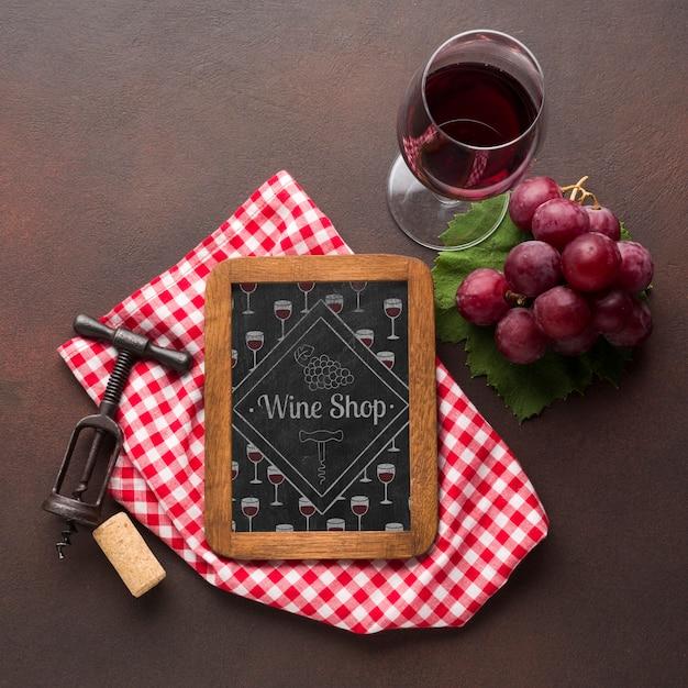 Натуральное вино в бокале с рамкой Бесплатные Psd