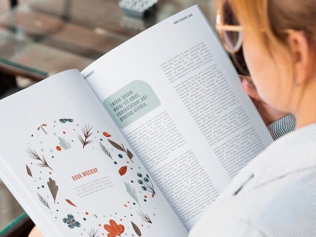 Nature lecture from magazine mock-up Free Psd