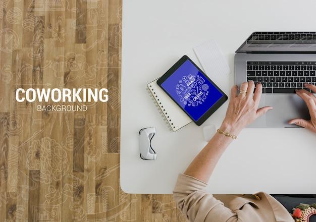 Nuova tecnologia in ufficio mock-up Psd Gratuite