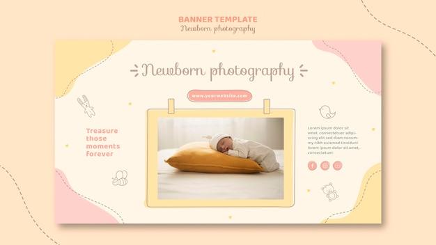 大きな枕で寝ている新生児 無料 Psd