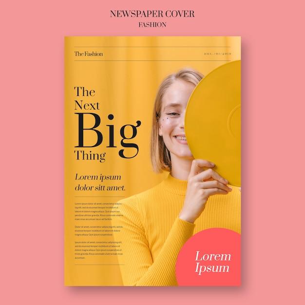 Газетная мода с девушкой, закрывающей лицо Premium Psd