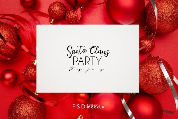 Хорошая композиция из красных новогодних шаров на красном Бесплатные Psd