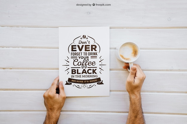 コーヒーを手にした朝食モックアップ 無料 Psd