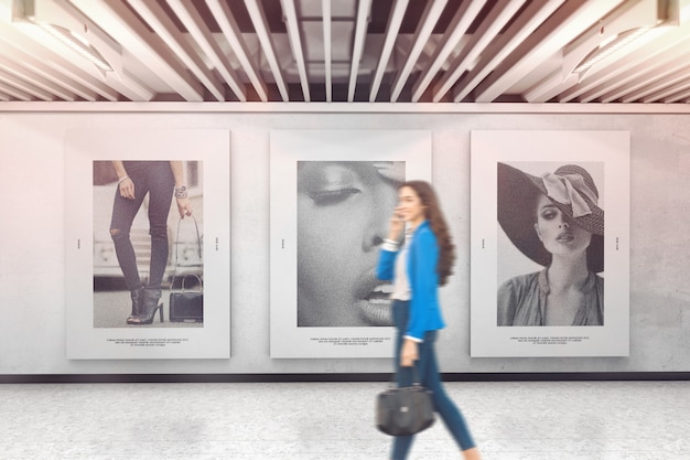 展示壁モックアップの3つのポスター Premium Psd