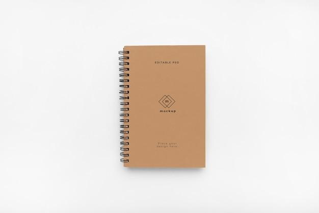 白い背景の上のノートのハードカバーのモックアップ 無料 Psd