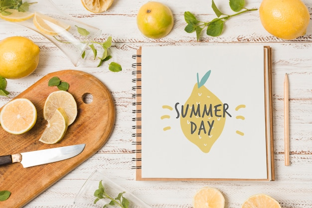 Notebook mockup with lemons for summer drink Free Psd