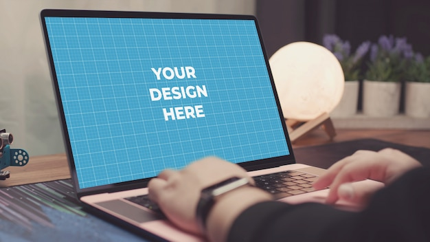 Notebook on table Premium Psd