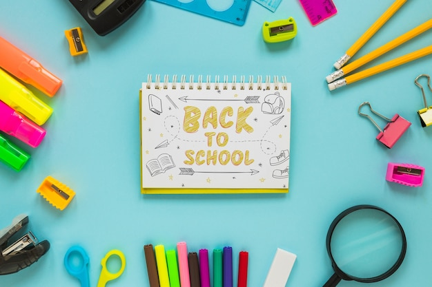 Notepad mockup with back to school concept Free Psd