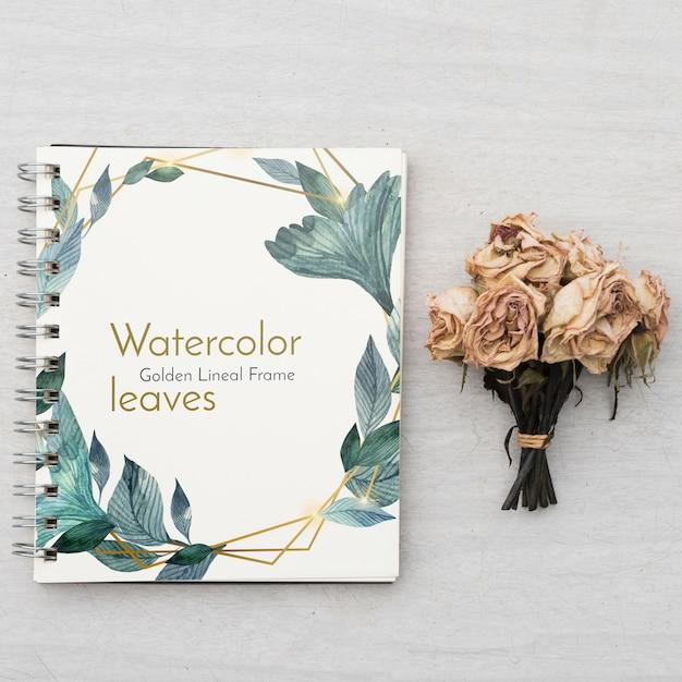 Блокнот макет с цветочной концепцией Бесплатные Psd