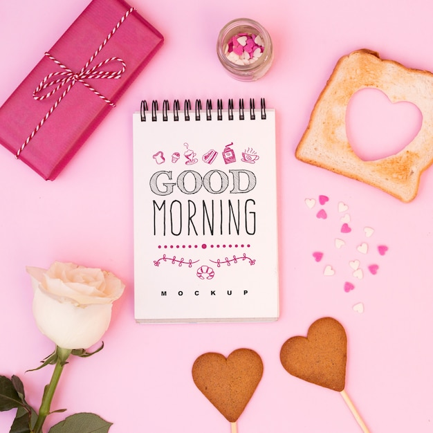 Notepad mockup with valentines breakfast Free Psd
