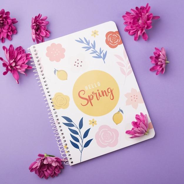 Шаблон блокнота на весну с цветами Бесплатные Psd