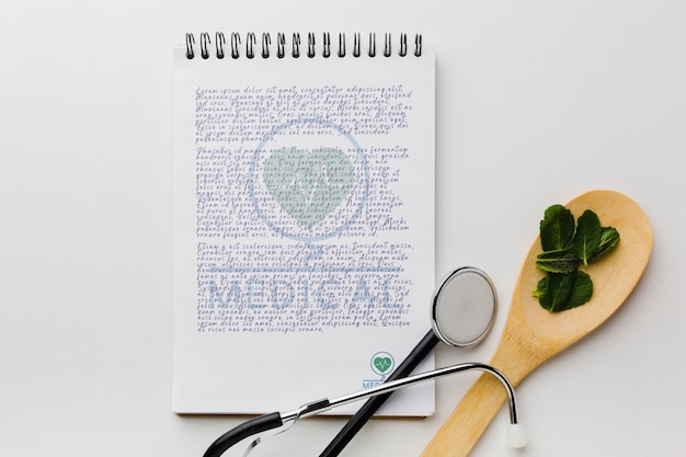 Notepad with mint leaves flat lay Free Psd
