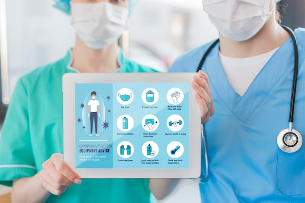 Nurses holding tablet with instructions Free Psd