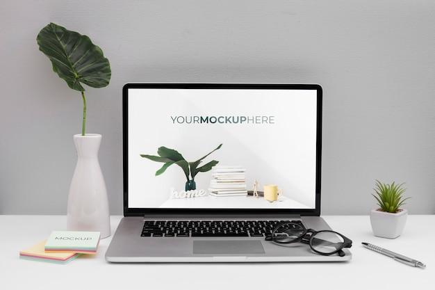 Концепция офисного стола с макетом Бесплатные Psd