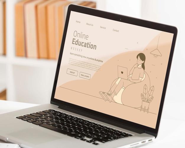 노트북으로 온라인 교육 개념 무료 PSD 파일