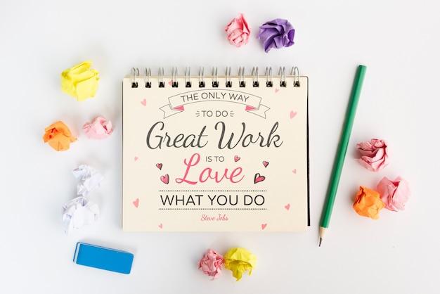 L'unico modo per fare un ottimo lavoro è amare cosa fare sul blocco note Psd Gratuite