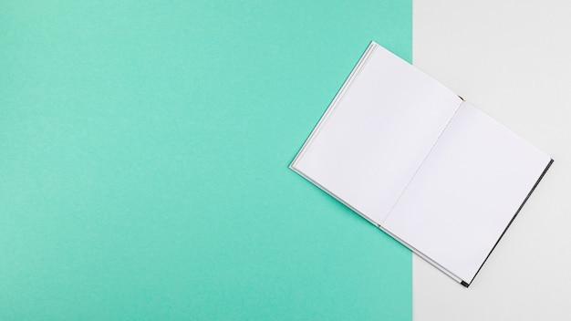 Открытая книга на копии пространства синий фон Бесплатные Psd