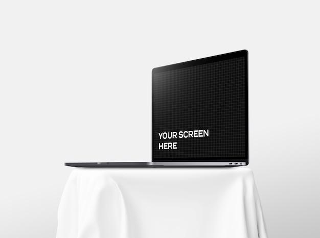 Открытый макет ноутбука на столе Premium Psd