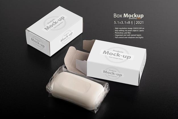 Открытая коробка для мыла на черной поверхности, серия редактируемых макетов psd с шаблоном слоев смарт-объектов, готовым для вашего дизайна Premium Psd