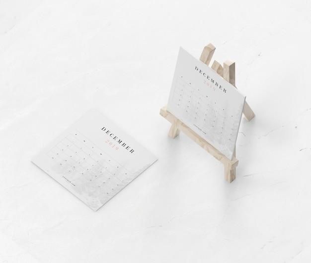 Покраска миниатюрной подставки для календаря Бесплатные Psd