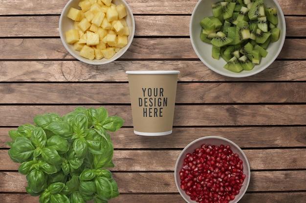 Макет бумажной кофейной чашки с фруктами Premium Psd