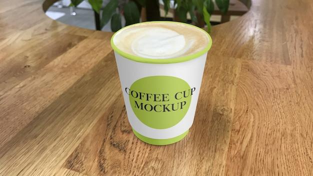 Бумажный кофейный стаканчик на макете столика в кафе Premium Psd