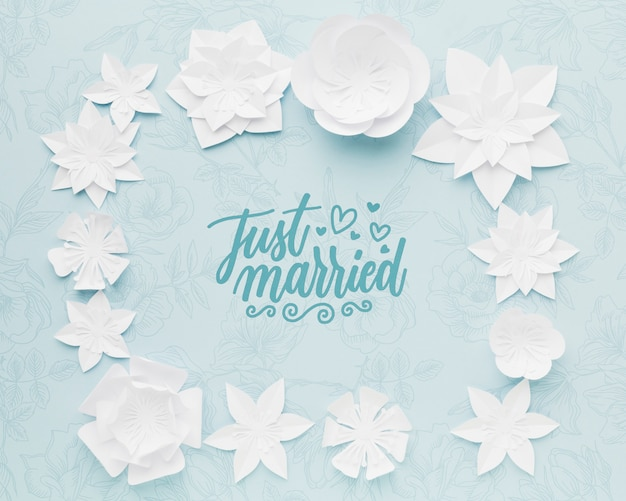 Paper flowers on blue wedding background mock-up Free Psd