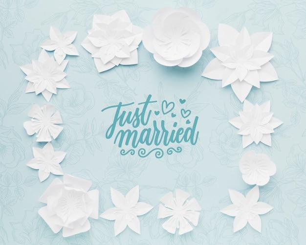 파란 결혼식 배경 모형에 종이 꽃 무료 PSD 파일
