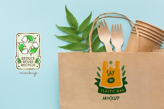 Бумажные вилки, чашки и макет сумки Бесплатные Psd