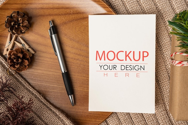 Paper greeting card psd mockup Free Psd