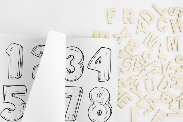 알파벳으로 종이 모형 무료 PSD 파일