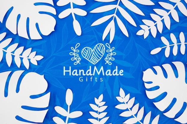 종이 식물 파란색 배경과 흰색 잎 무료 PSD 파일
