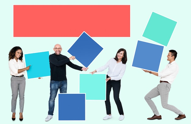 People with blank colorful boxes Premium Psd